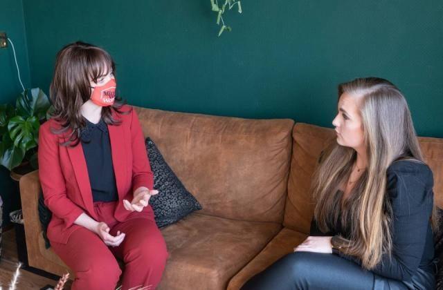 Fictieve minister voor Wonen bezoekt gemengd wonen-project De Liendert